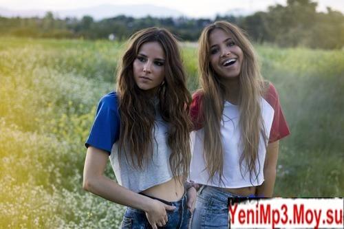две красивые девушки и парень фото